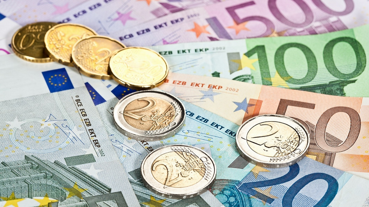 We accepting payments in US Dollars, Euros and Chinese Yuan